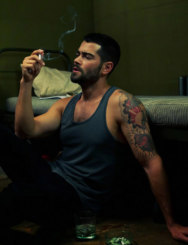 jesse-metcalfe-smoking