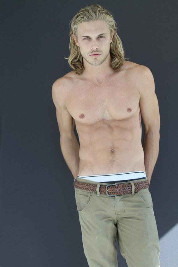 Chris-Brown-Model-Digitals-07