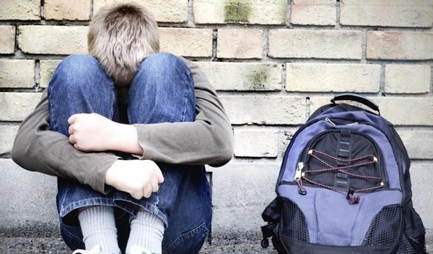 midia-indoor-abuso-sexual-pedofilia-igreja-catolica-clero-padre-religiao-religioso-mochila-adolescente-jovem-vestibular-escola-violencia-familia-1400110943826_956x500