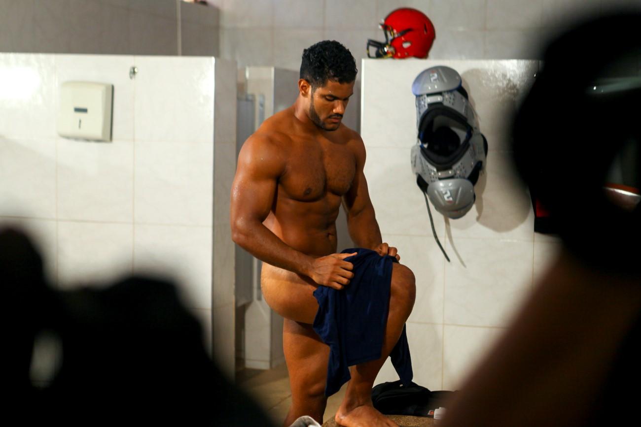 Ensaio sensual e temático com o atleta de futebol americano Fellipe Florêncio. Foto: Thelma Vidales