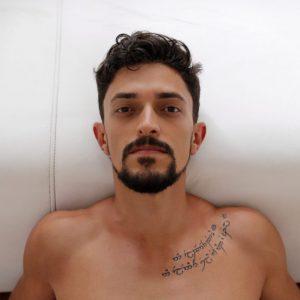 O ator e performer Hugo Godinho